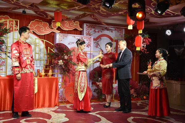中式婚礼秀 .jpg